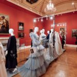 На выставке «Платье с историей»